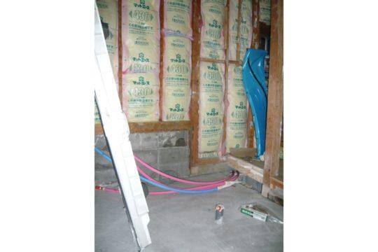 外周壁面に断熱材を充填