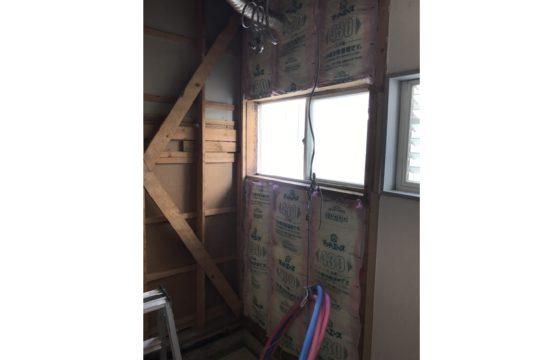 外壁面断熱材充填後