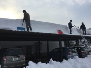 大雪警報!えびすや除雪作業中